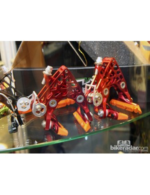 KCNC showed off these wild linkage-actuated road brake calipers at this year's Taipei Cycle Show