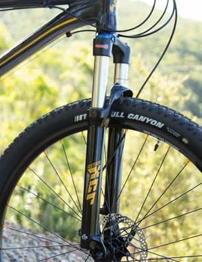 SR Suntour forks feature on every single bike in the test - the Switch 27.7 had the best fork of all with the XCR model. The XCR gives the same performance as the XCM model, but at a lower weight
