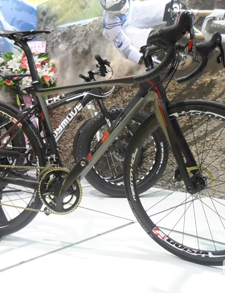 Taiwanese brand JoyMove showed off this good looking disc road bike. Its rear-end takes plenty of inspiration from BMC's GF01 disc