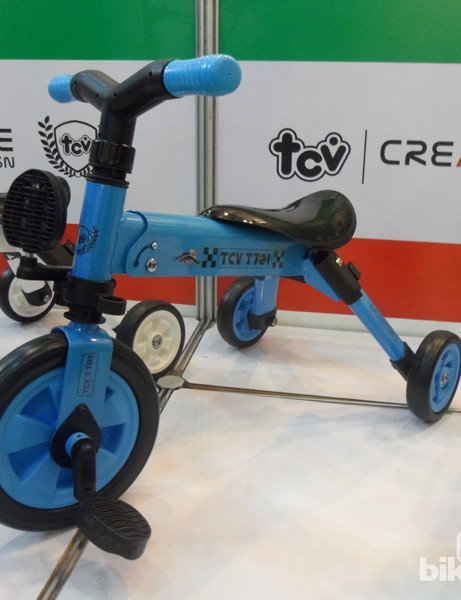 This toddlers' trike switches from push-along to pedalled quickly and also folds up for easy storage