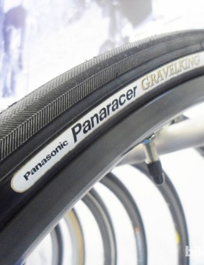 The new Panaracer Gravel King uses Panaracer's supple ZSG dual compound rubber. The company has also built in an Anti-Flat casing for the rigours of rough road riding. The Gravel King is available in a 28c with a claimed weight of 270g - not bad if the tyre offers the puncture protection they claim