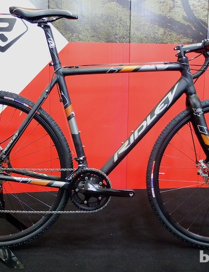Ridley's 2015 cyclocross bike range starts with the entry-level US$1,600 X-Bow 20 Disc, with an aluminum frame, Shimano Sora 9-speed transmission and Challenge Grifo tyres