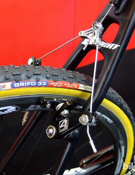 4ZA supply the carbon tubular wheels, shod with 33mm Challenge Grifos, and stopped with 4ZA cantilevers