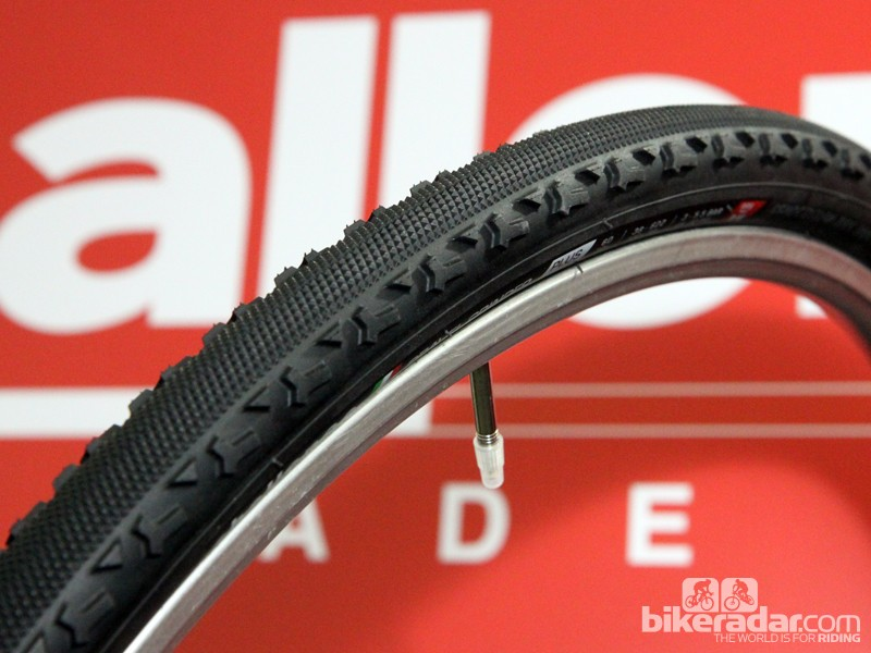 Challenge's new Gravel Grinder is based on the Chicane cyclocross tread but has a harder rubber compound, more rubber on the sidewalls, and tougher vulcanised construction for the 410g, 38mm wide clincher versions. Challenge will also have a 355g, 36mm wide open tubular version and a 415g tubular
