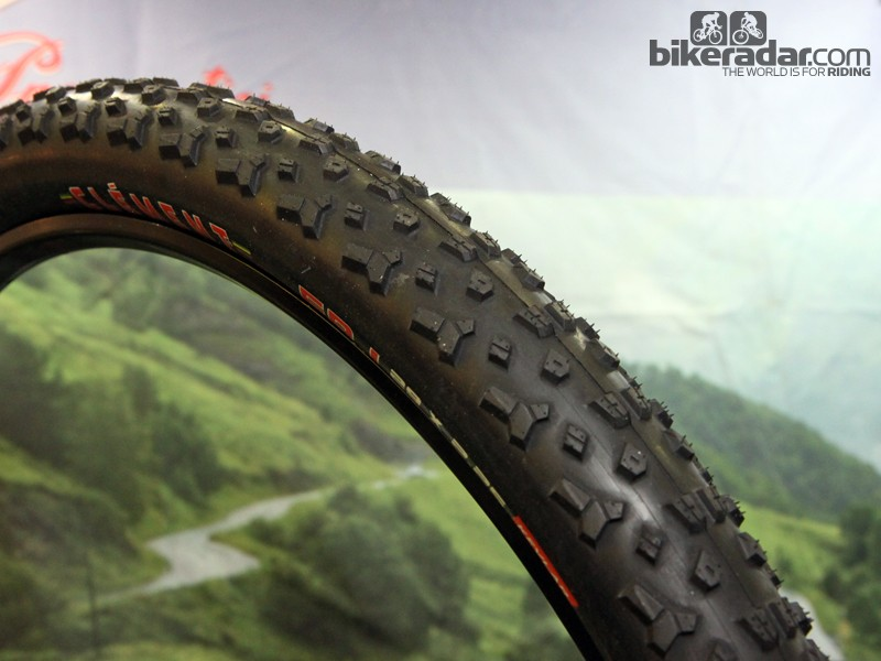 The new Clement FRJ is aimed at all-purpose trail use with ramped centre knobs plus shoulder tread based on its popular 'cross tyres. Clement will offer the FRJ in 29x2.25in and 27.5x2.25in versions, both with 120tpi tubeless-ready casings