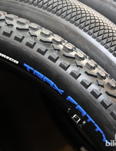 Vee Rubber has introduced the Trax Fatty in both 29x3in and 27.5x3.25in sizes - supposedly the first 27.5in fat bike tyre on the market. The tightly spaced pattern and ramped centre knobs should make the Trax Fatty a good option for harder surfaces