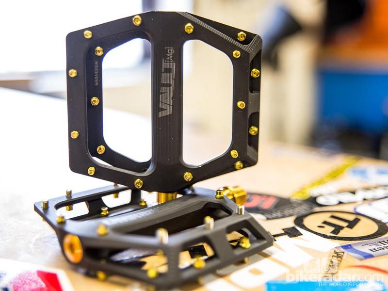 DMR Vault MG Superlight pedals