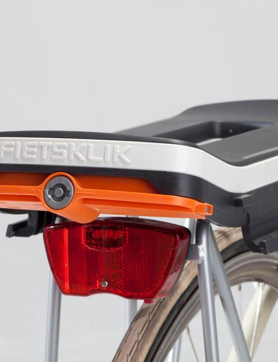 The Fietsklik Klik adapter fits on nearly any rear rack using four bolts