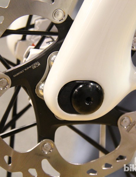 An ENVE spokesperson did confirm that flipping the orientation of the aluminum axle inserts within the fork legs will change offset from 44mm to 52mm