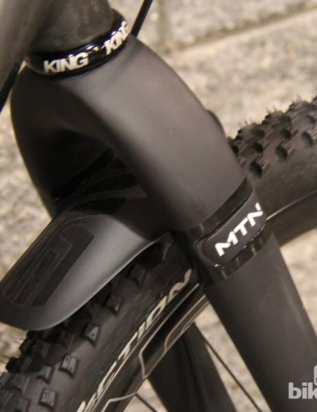We expect to have more details about ENVE's new carbon mountain fork by Sea Otter