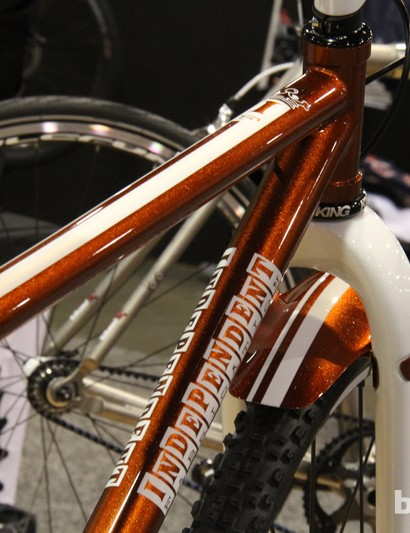 The racing stripes continue from the frame to the fender on this IF Ti Deluxe
