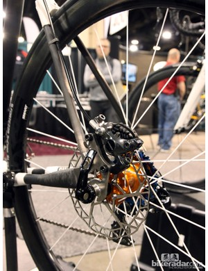Calfee built this Manta Pro with dual disc brakes and thru-axles front and rear