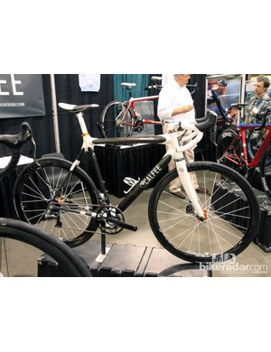 This Calfee Manta Pro was built in cooperation with Fairwheel Bicycles, featuring a drool-worthy array of high-end kit