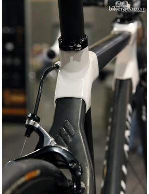 Holland Cycles manages to neatly integrate its logo into the seatstay wishbone. Note the weave pattern on the logo as compared to the unidirectional surface of the surrounding material
