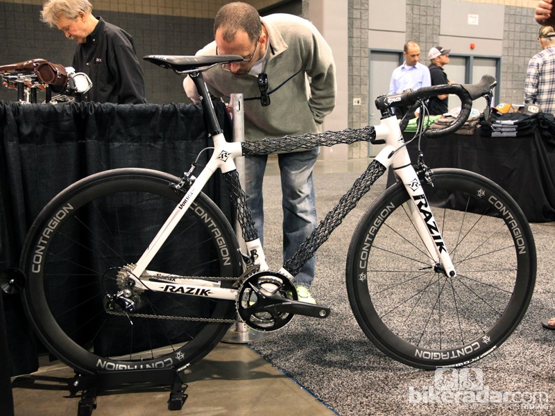 Remember Delta 7's outrageous IsoTruss carbon fiber 'tubes'? The concept is back, only this time the patents have been purchased from the now-defunct company by Utah-based company Razik. The new Vortex uses the same technology but in a package that looks far better finished and more complete than the Delta 7 ever did