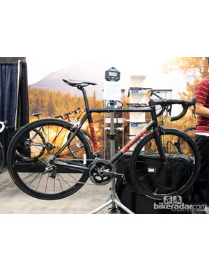 Ritchey will soon make available a new carbon fiber Break-Away travel bike frame. Retail price will be US$3,199 for the frameset when it goes on sale in August