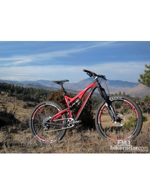 Intense says a medium frame weighs just 2.6kg (5.7lb) complete with a Fox Float CTD rear shock, seatpost collar, and rear derailleur hanger. Total weight for the complete, top-end 'Factory' version shown here is just 12.34kg (27.21lb) without pedals