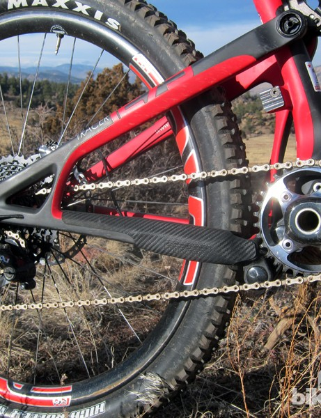 A rubberized guard gives good coverage to the driveside chain stay