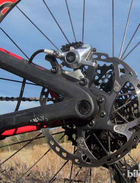 The new Intense Tracer T275 Carbon uses IS rear brake tabs instead of post mounts. Intense claims this allows for more rotor size flexibility and shifts the applied stresses from the frame to the caliper bolts