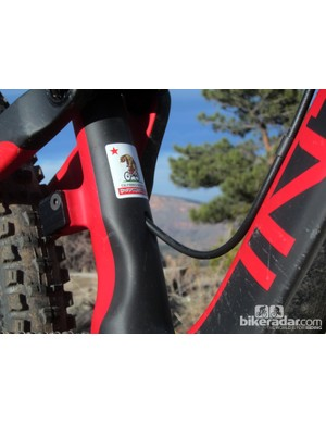 Intense says that routing the stealth-style dropper line completely internally would work fine for the hydraulically actuated RockShox Reverb but would create too much friction for ones that use a traditional steel cable