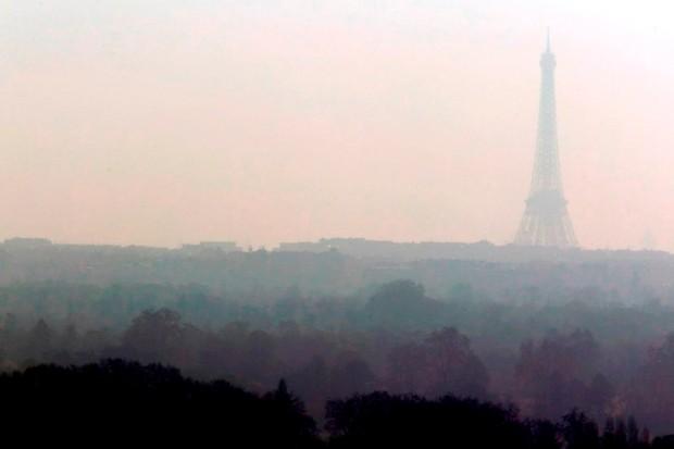 The Eiffel Tower through Paris' smog problem