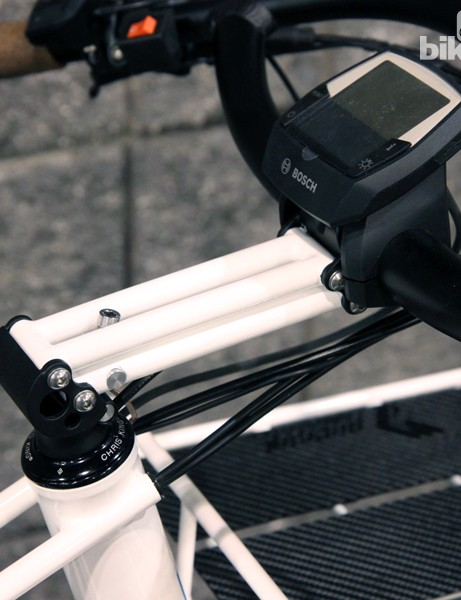 The parallelogram-style stem is adjustable in height via the single bolt located just ahead of the steerer tube
