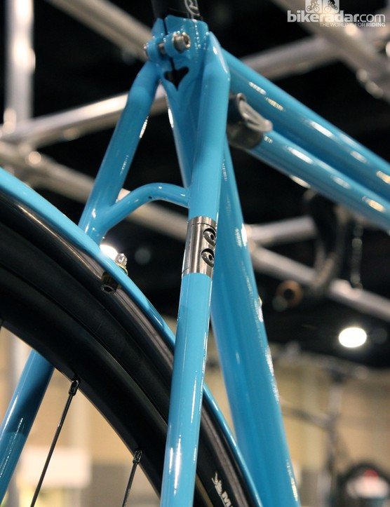 While some builders choose to hide the rear triangle split, Shamrock Cycles decided to make it a design feature