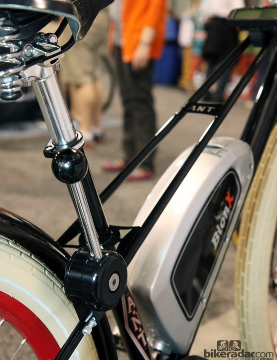 The stick shifter for the Shimano rear hub is tucked away on the seatstay, behind the rider