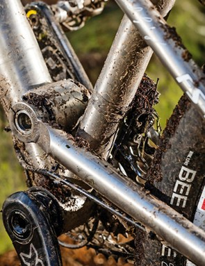 Check out the huge pivot – the bearings traditionally fit BBs!