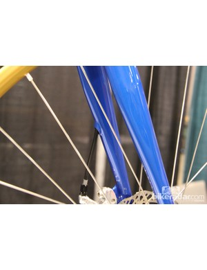 The front brake line is routed throught the fork