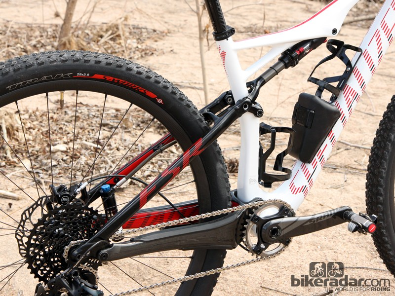 While the top-end S-Works version uses carbon fibre seatstays, the Epic Expert Carbon World Cup version uses aluminum ones to decrease the cost