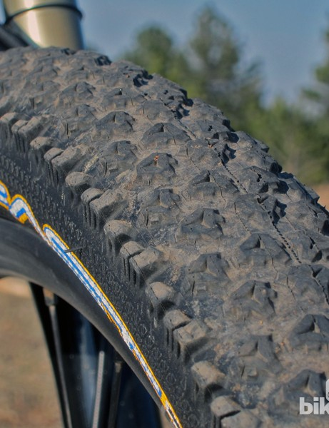 Tioga's Psycho Genius Fast 13 tyre is designed specifically for hardpacked trails with low-profile knobs that are packed very tightly together on the tubeless-ready casing