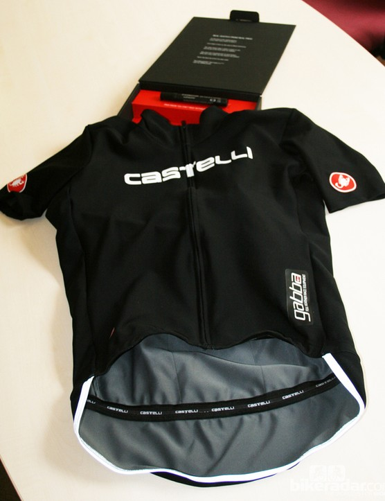 The Gabba front is close fitting, high stretch, windproof, water resistant and breathable