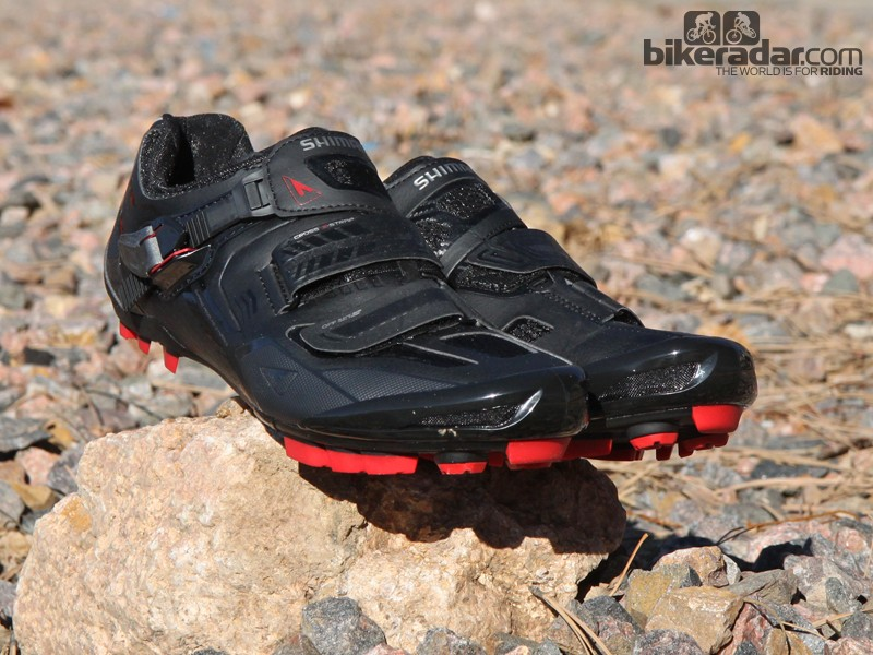 Shimano's new SH-XC70 cross-country mountain bike shoes borrow most of their feature set from the top-end XC90 model, including heat mouldable uppers and a carbon fibre reinforced cleat area