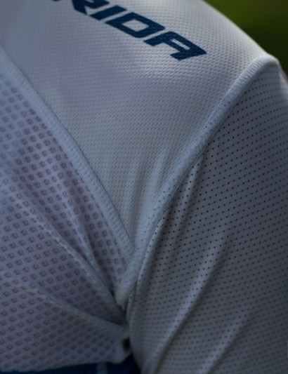 The Razor Carbon jersey uses a range of technical fabrics in its construction