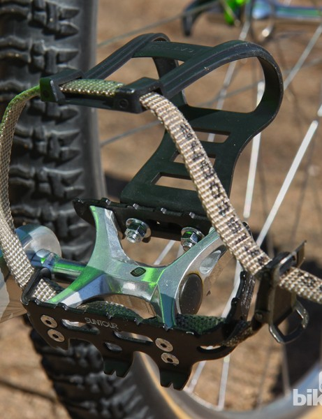 Suntour XC Pro pedals featured Grease Guard ports inside the axle for quick overhauls. Finding a set in this condition isn't easy