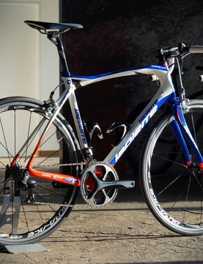 The Lapierre Pulsium uses an elastomer bung in the y-shaped toptube