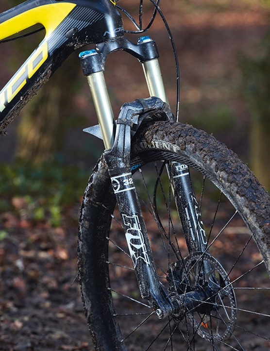 The Fox 32 fork offers 140mm of travel but is a tad flexy when things get rough