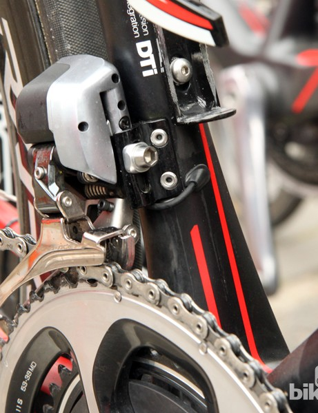 Shimano's new Dura-Ace Di2 9070 wire routing is very neat up front