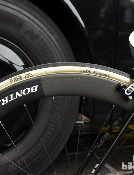 25mm-wide FMB Paris-Roubaix handmade cotton tubulars and 50mm-deep Bontrager Aeolus 5 D3 Classics wheels for Fabian Cancellara (Trek Factory Racing) at Ronde van Vlaanderen