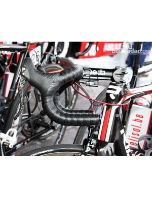 Two layers of Lizard Skins DSP tape and traditional-bend handlebars are the way to go for Lotto-Belisol's Jurgen Roelandts