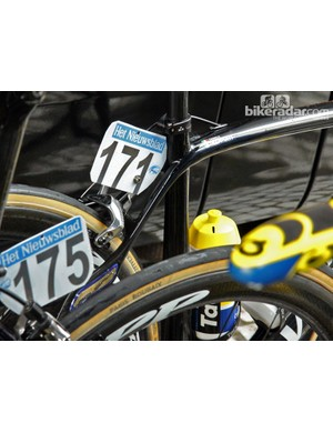 Daniele Bennati looked to be the lone Tinkoff-Saxo rider to start Ronde van Vlaanderen aboard a Specialized S-Works Roubaix SL4