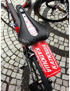 Katusha riders set off from Brugge with these nifty rear fenders from Sencillo Bikes