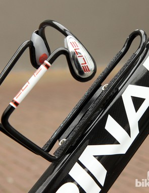 Thin strips of grip tape add extra hold to the already-stout Elite Ciussi aluminum bottle cages