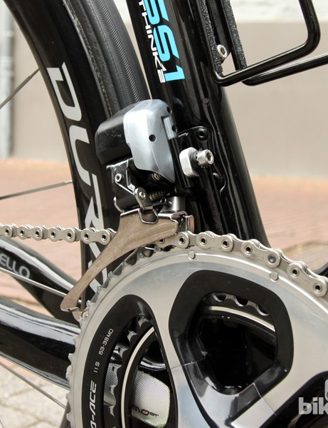 The massive Shimano Dura-Ace Di2 9070 front derailleur somehow manages to look a little less bulky against the backdrop of the big frame tubes and deep-section wheels