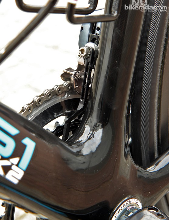 A simple chain catcher for Geraint Thomas's (Sky) Pinarello Dogma 65.1 Think2 at Ronde van Vlaanderen