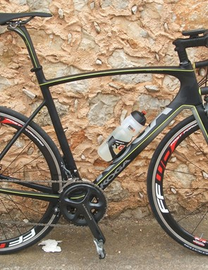 The exposed seatpost and seat tube allows for some flex to aid comfort on what is still a stiff frame