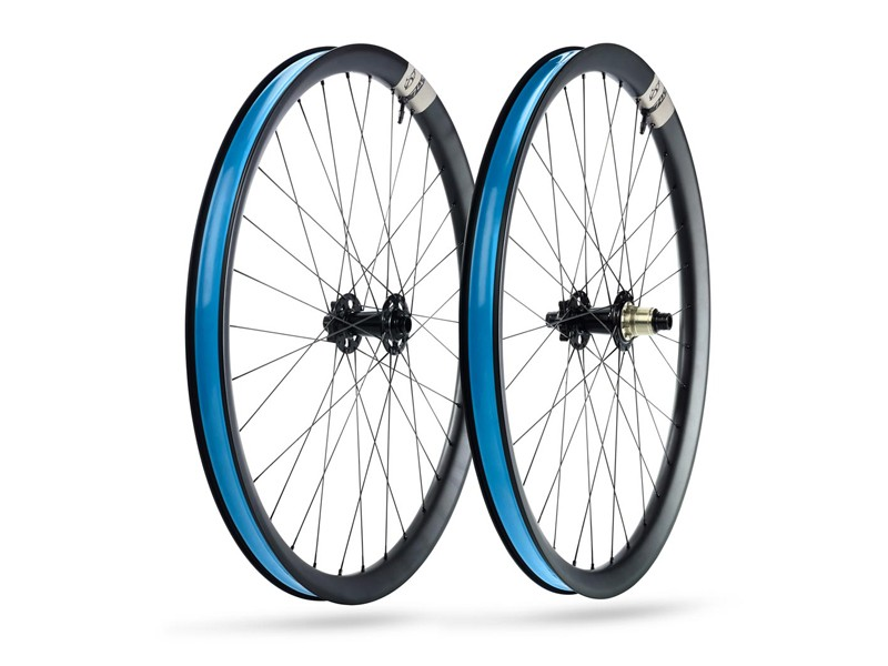 The 741 is a 650B (27.5in) rim with an external width of 41mm and an internal width of 35mm