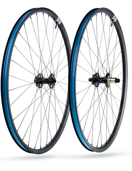 The 928 is a 29er cross-country rim with an external width of 28mm and an internal width of 22mm