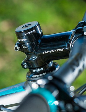 Whyte's 750mm bars and stubby stem provide ample cornering grunt